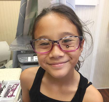 Hawaiian student tries on new glasses