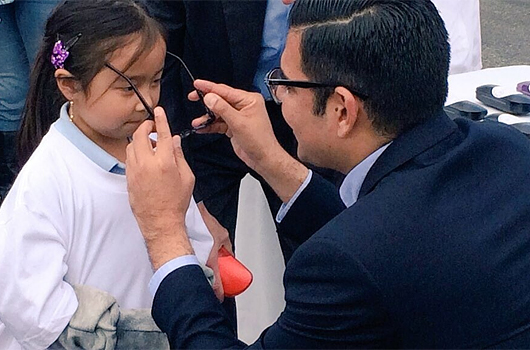 Mayor Garcia helps student with new glasses