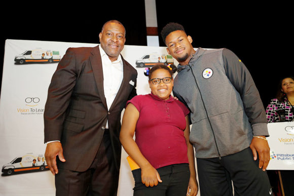 Pittsburgh Public Schools Superintendent Dr. Anthony Hamlet, Pittsburgh King Student, and Pittsburgh Steeler JuJu Smith-Schuster at the VTL Pittsburgh launch, June 1, 2018
