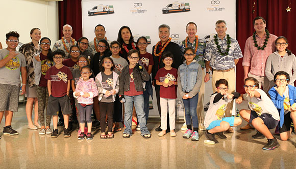 Governor Ige and Lt. General Bryan P. Fenton help kids on Windward Oahu.